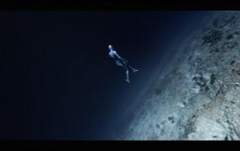 Grawitacja według Guillaume Nery, zamieniamy teorię na ... nurkowanie.