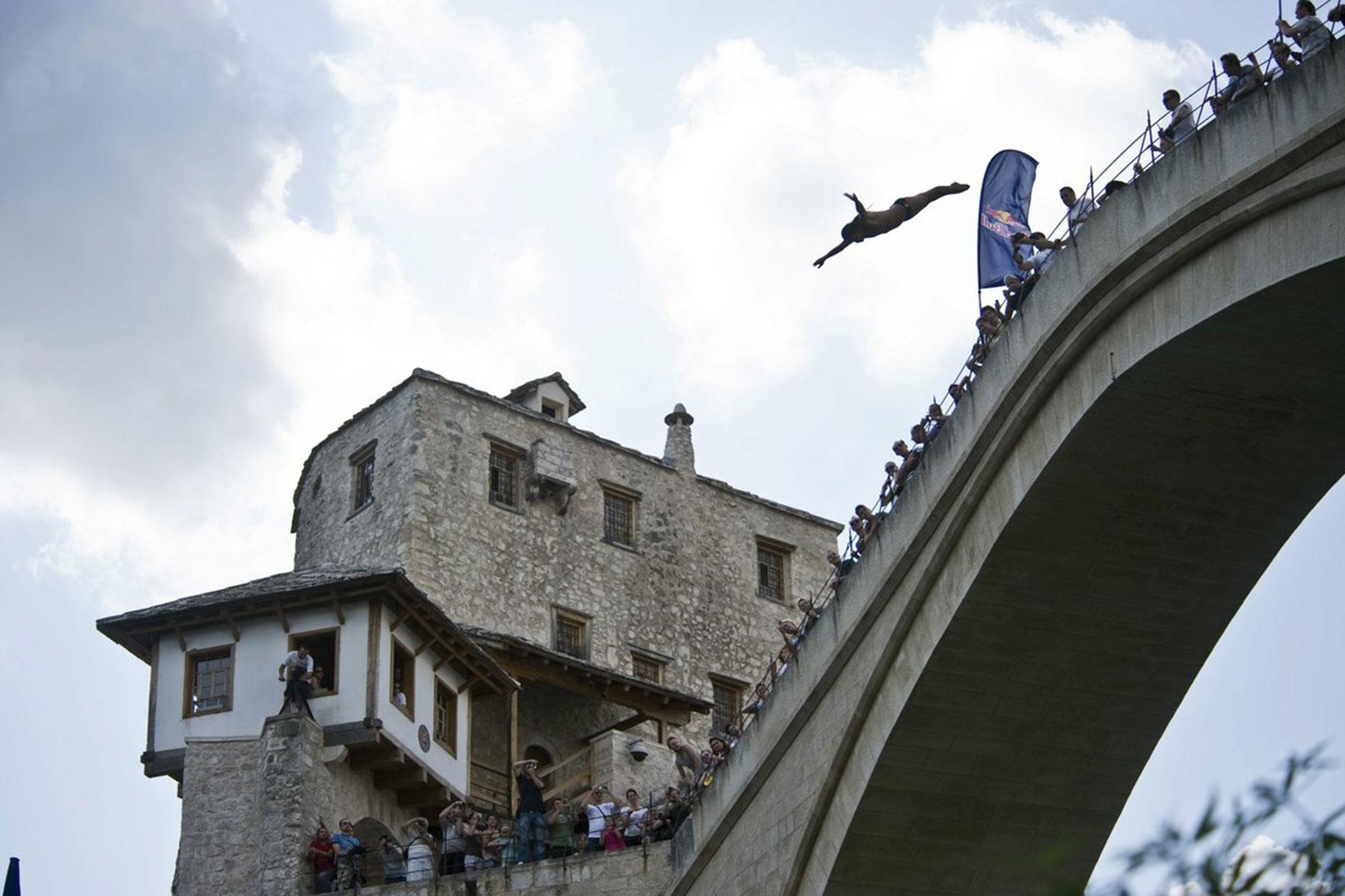 Red Bull Cliff Diving po raz pierwszy zawita do bośniackiego miasta Mostar
