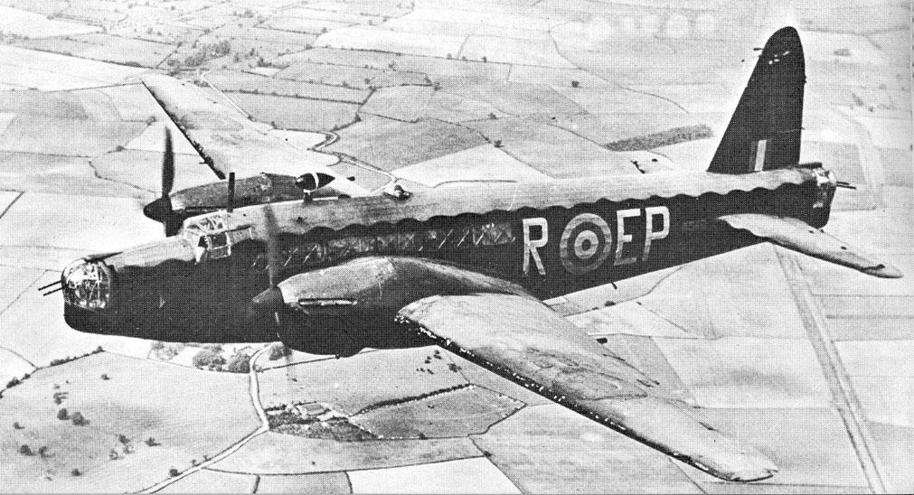 Pomnik upamiętniający polską załogę bombowca Vickers Wellington IC nr R1322 SM-F z 305