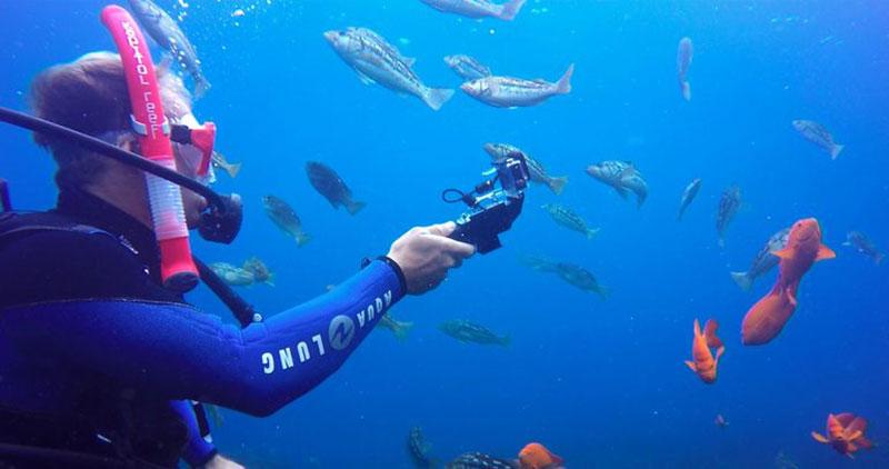 Akumulator do ładowania aparatu działający pod wodą