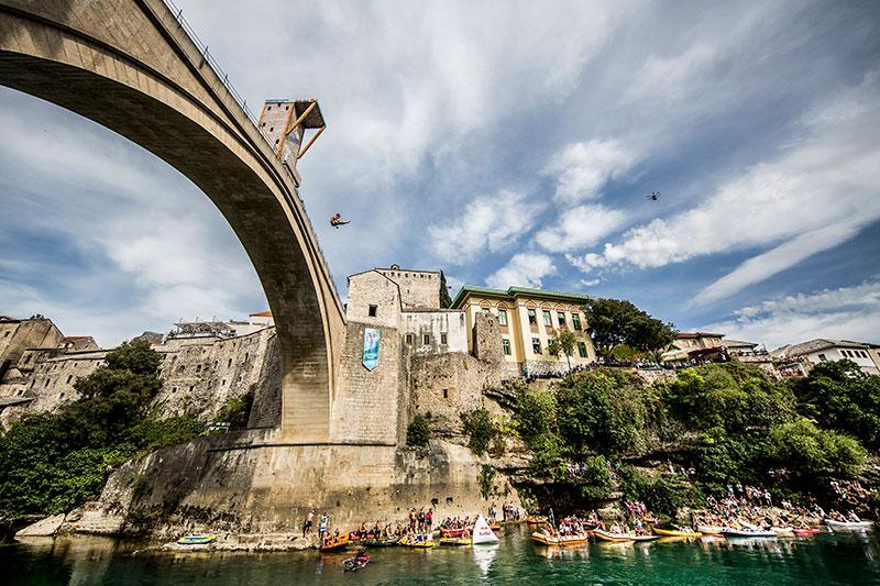 Hunt nareszcie zwycięża na Starym Moście w Mostarze