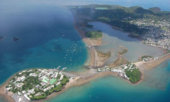 Mayotte, jedna z największych lagun koralowych na świecie zmienia kształt linii brzegowej