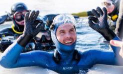 Aleksiej Mołczanow ustanawia rekord Guinnessa w nurkowaniu na wstrzymanym oddechu pod lodem